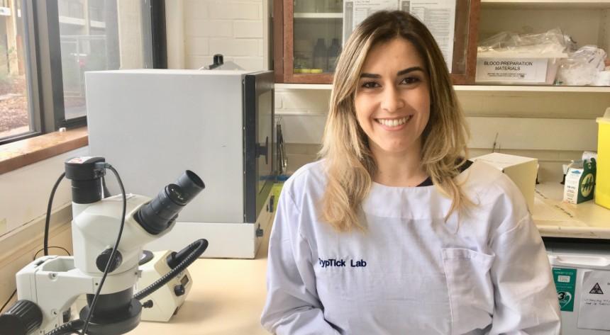 Amanda Barbosa and a microscope