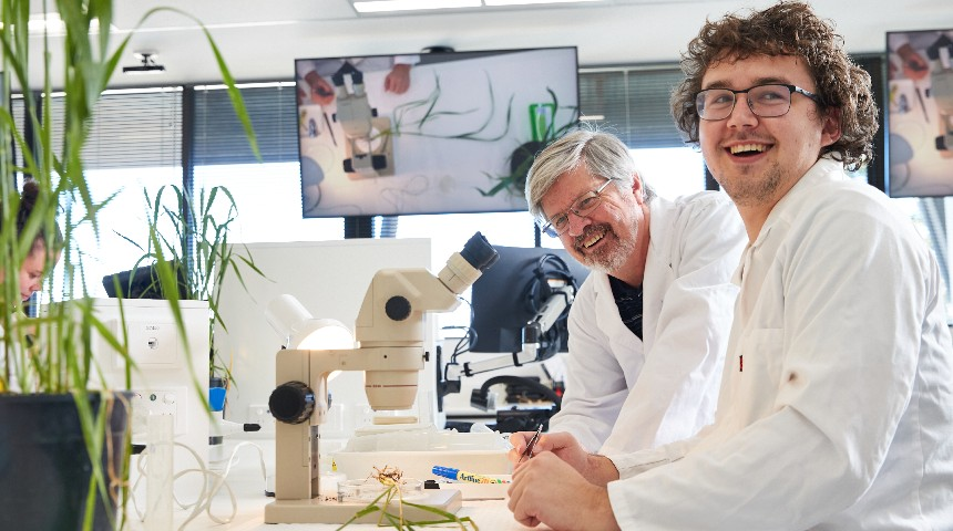 Scientists at microscope in Flexilab