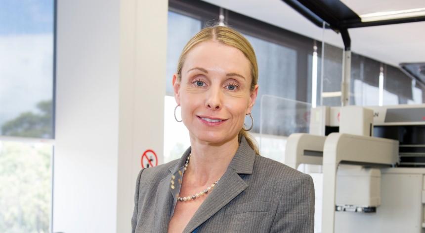 Professor Elizabeth Phillips in her lab