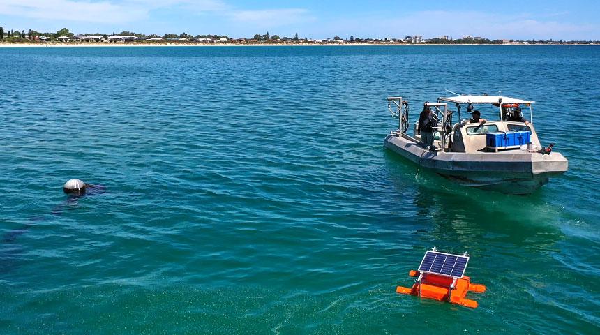 boat launching spyvalve in ocean