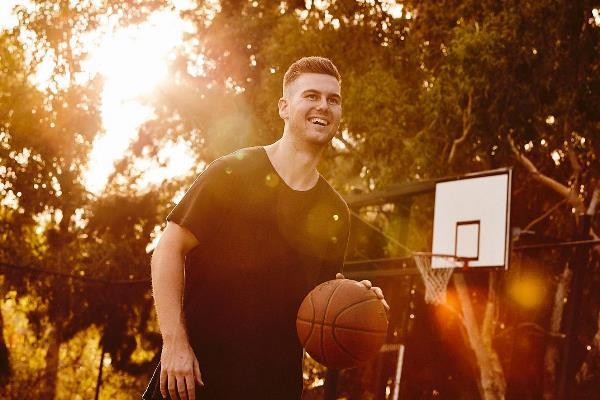 Ben Lewis bouncing a basketball
