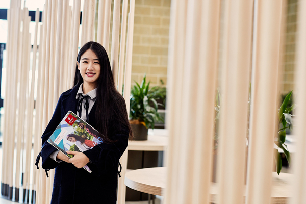 Shuang Li with books